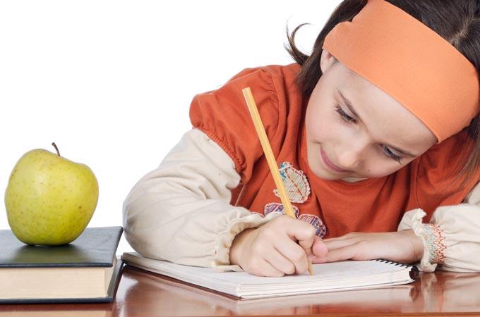 Tumbuhkan Minat Menulis Anak Sejak Dini