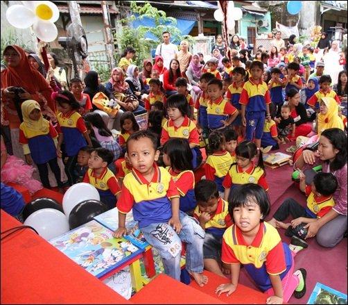 Murid-murid biMBA -AlUEO Unit Griya Bukit Jaya mengikuti acara dengan ceria