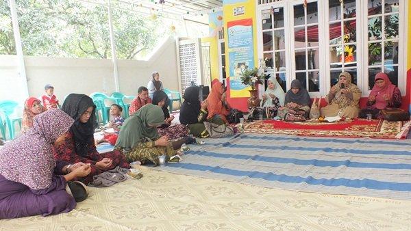 Pengajian Ibu-ibu di Launching biMBA-AIUEO Unit Saun Pondok Rangon