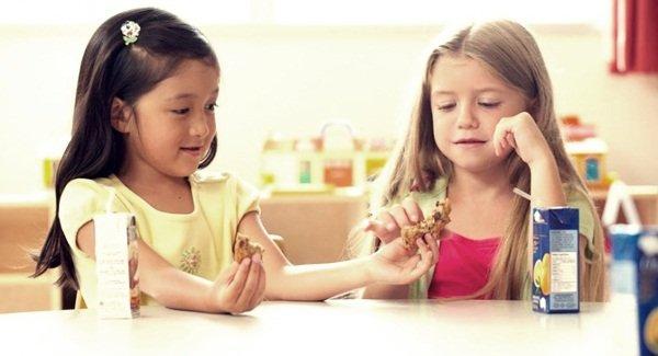 Ajarkan Anak Berbagi