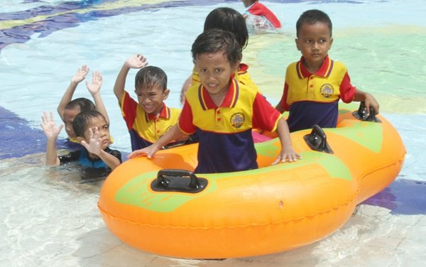 Berenang Bersama di Transera Waterpark