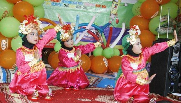 Uniknya Tarian Lilin Murid biMBA Gelam Jaya