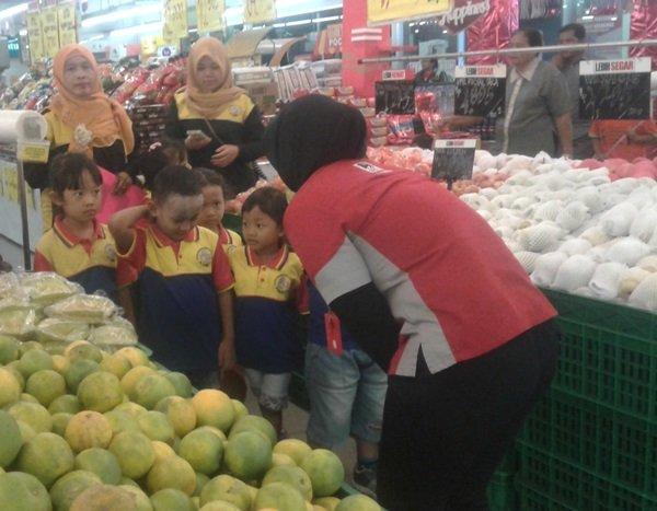 Anak biMBA Sirojudin Tembelang berkeliling pasar modern