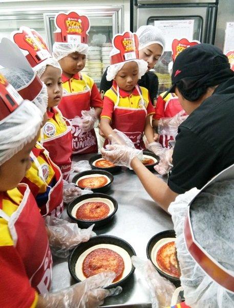 Belajar membuat pizza di Pizza Hut