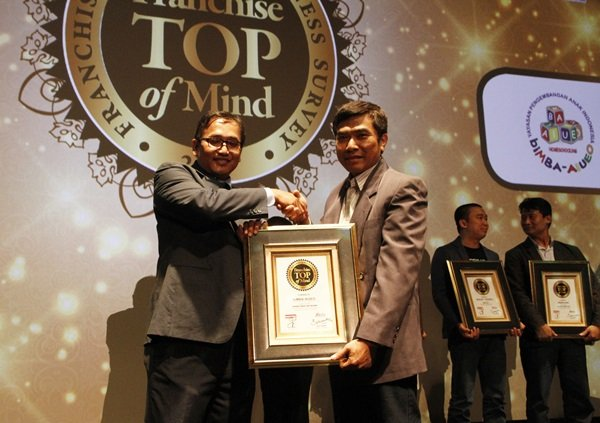20 Tahun Berdiri, biMBA-AIUEO Raih Penghargaan Franchise TOP of Mind 2017