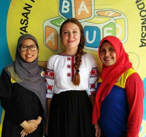 Anak-anak biMBA Bandung Kedatangan Miss Olha dari Ukraina