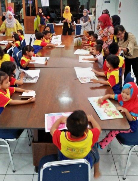 Antusiasme murid biMBA membaca buku