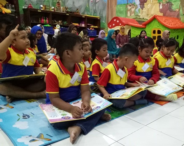 Kunjungan Murid biMBA Kedungmundu ke Perpustakaan Provinsi Semarang