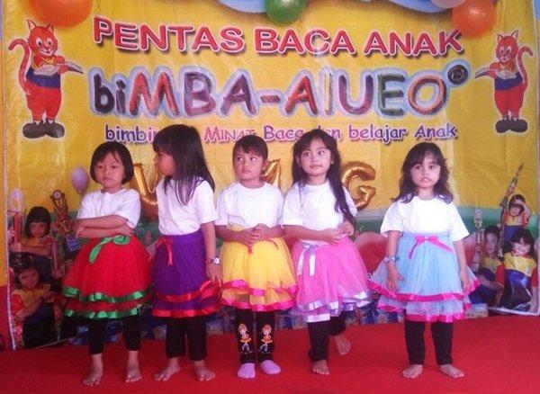Keceriaan murid biMBA menari di atas panggung