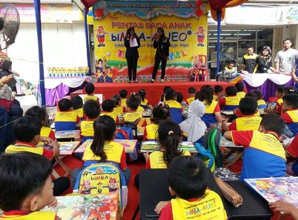 Antusiasme murid biMBA mengikuti kegiatan lomba mewarnai