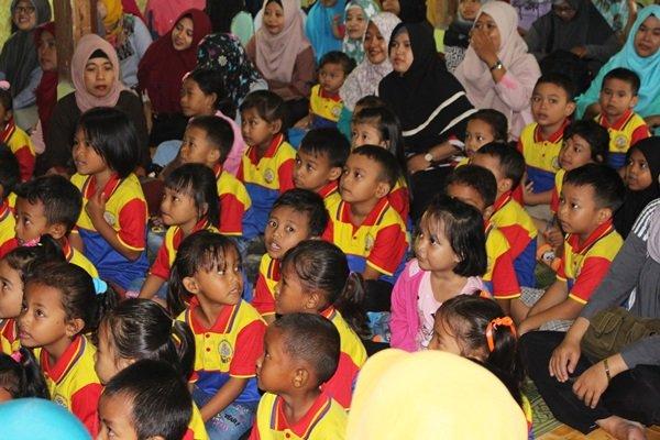 Antusiasme keluarga besar biMBA Purworejo di acara Outbound Parenting
