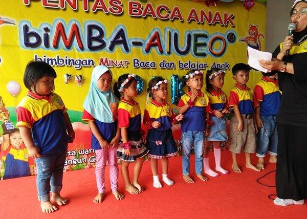 Keberanian murid biMBA Ipik Gandamanah tampil di panggung pentas baca