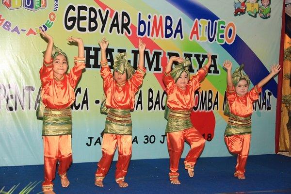 Tampil berani menari di panggung