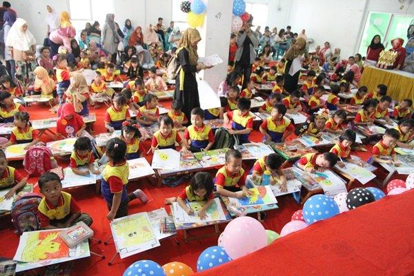Antusiasme murid biMBA Jelambar Baru mengikuti kegiatan pentas baca
