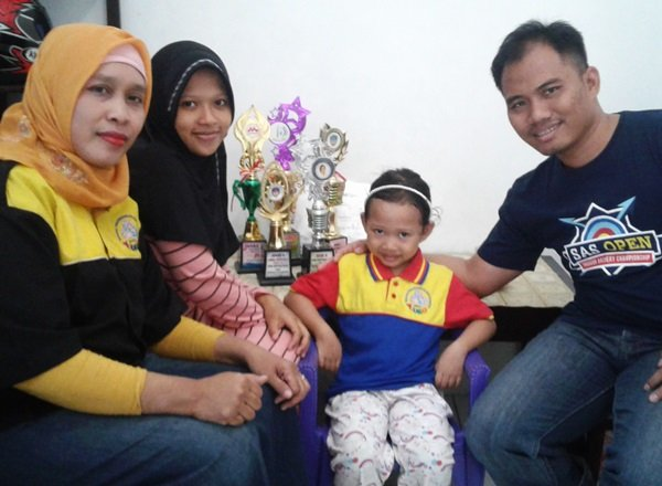 Foto bersama orangtua dan KU biMBA Sirojudin Tembalang