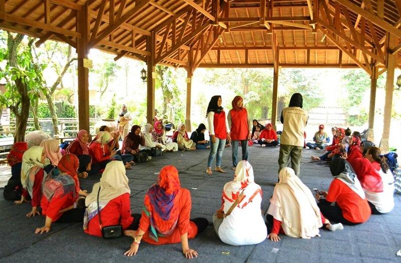 Peran serta orangtua murid biMBA bermain game
