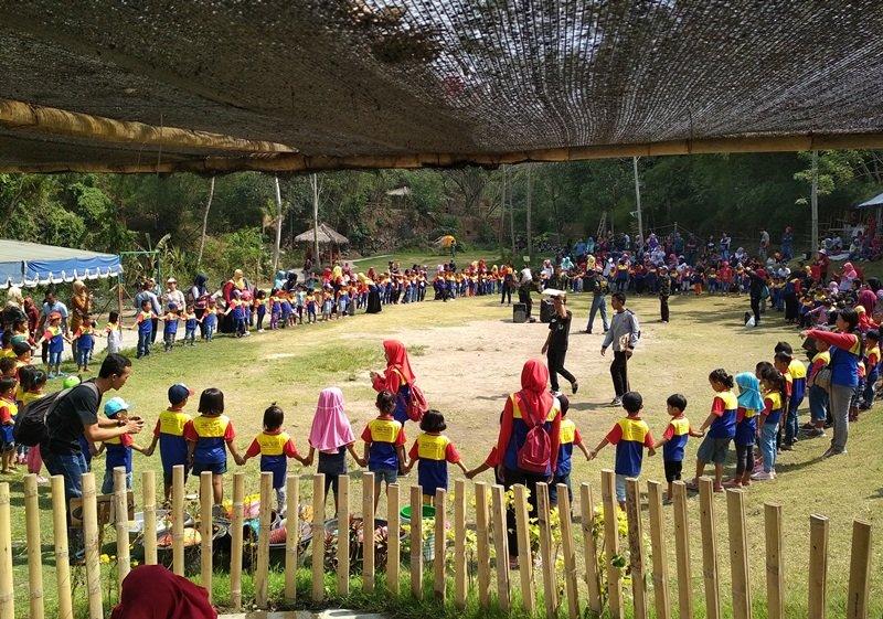 Antusiasme keluarga biMBA Yogyakarta mengikuti kegiatan outbound