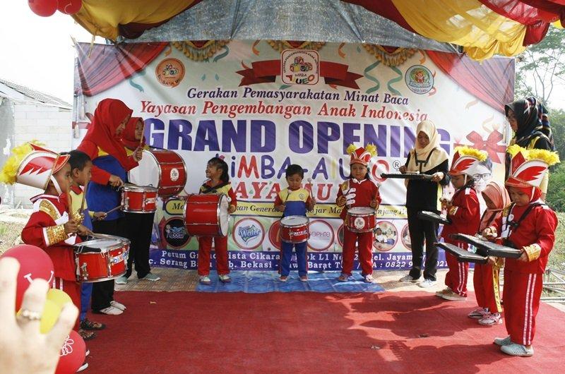 Penampilan Drumband Meriahkan Acara Launching biMBA Jaya Mulya