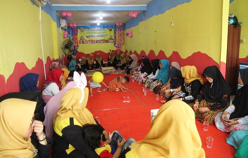 Orangtua dan masyarakat menghadiri Launching biMBA Pasar Kemis