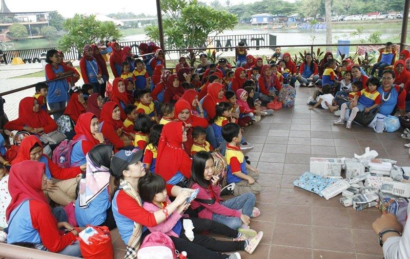 Antusiasme keluarga besar biMBA Rawalumbu mengikuti kegiatan
