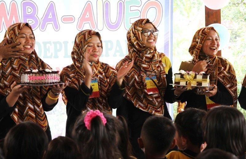 Kejutan Untuk Ibu Guru dari Murid biMBA Deplu Cipadu