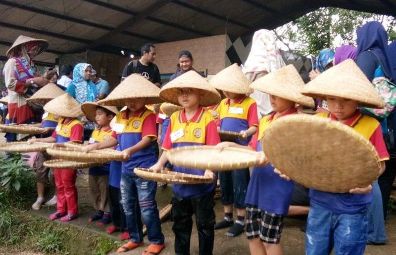 Menampi beras