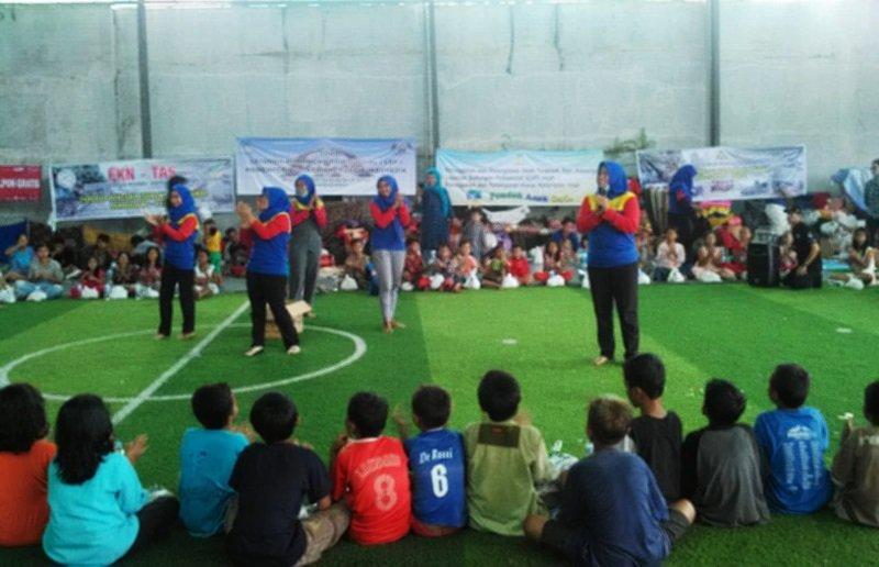 Motivator biMBA Peninggilan Utara datang dan menyapa anak-anak korban tsunami