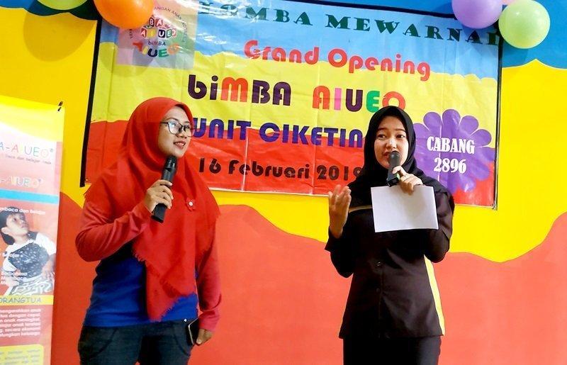 MC memandu acara Launching Unit biMBA Ciketing