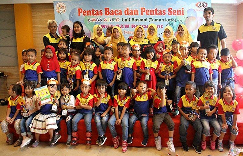 Foto bersama Staf biMBA pusat, murid, Kepala Unit, dan Motivator biMBA