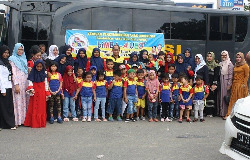 Foto bersama keluarga besar biMBA Gunung Antasari, Kalimantan Selatan.