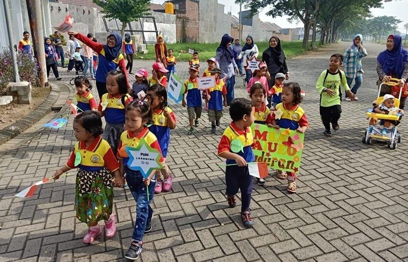 Kegiatan jalan sehat anak-anak biMBA Buduran