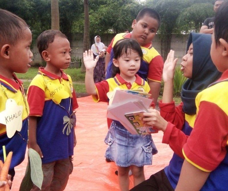 Pentas baca biMBA Buduran yang diadakan di taman komplek