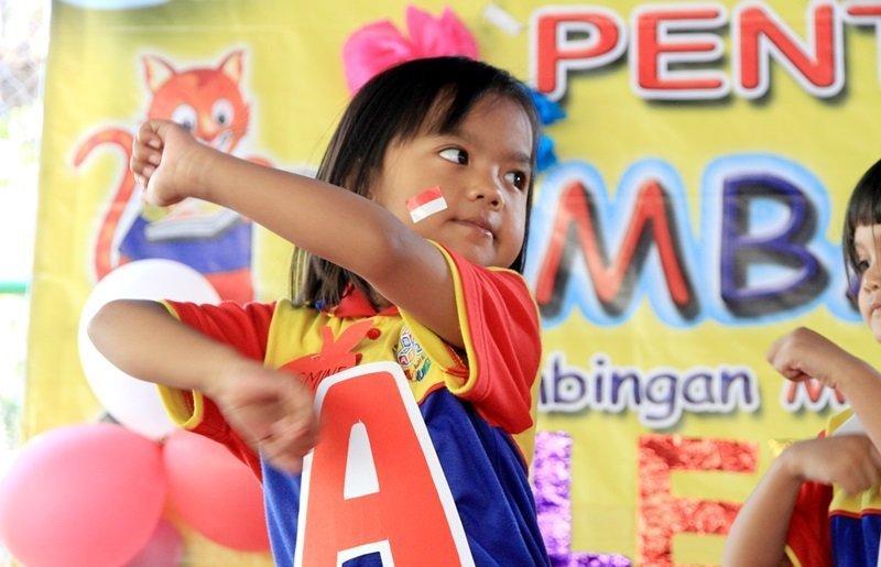 Selain pandai membaca, anak biMBA juga pandai menari lho.