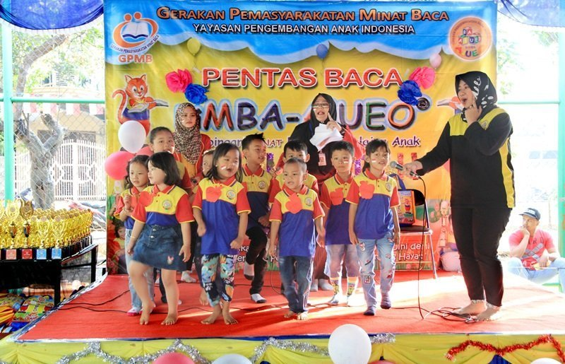 Keceriaan anak-anak biMBA dalam kegiatan pentas baca.