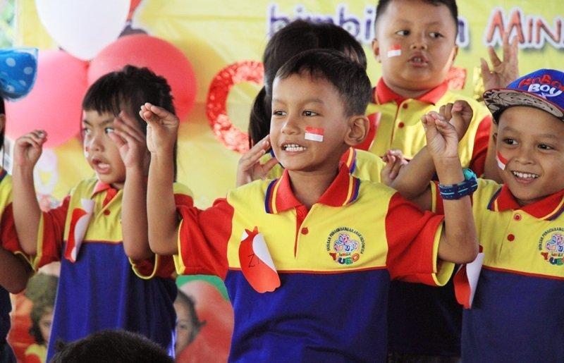 Waahh hebatnya anak-anak biMBA pandai menari dan bernyanyi.