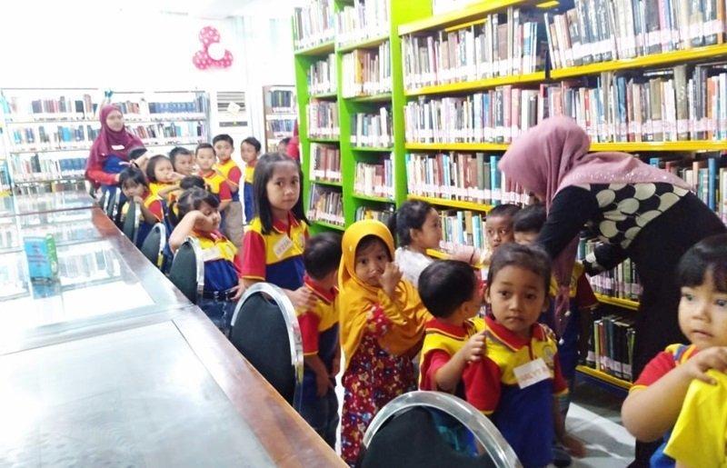 Keliling Perpustakaan di Bulan Kemerdekaan