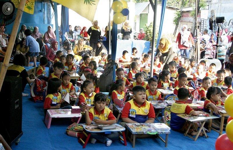 Acara sudah dipadati murid dan orang tua yang hadir sejak pagi hari.
