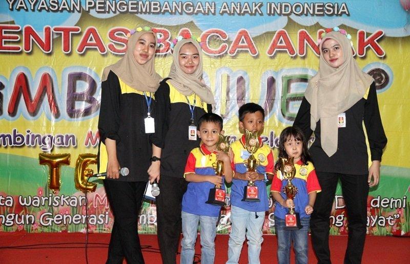 Foto bersama peserta terbaik lomba.