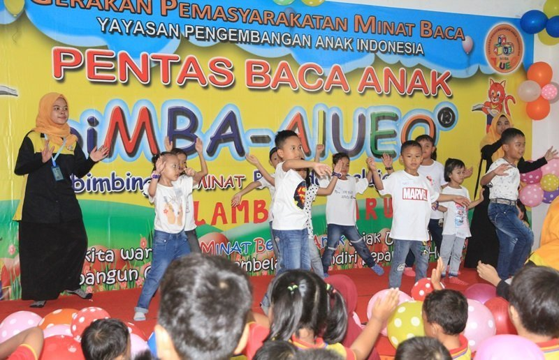 Semangat banget menarinya murid biMBA Jelambar.