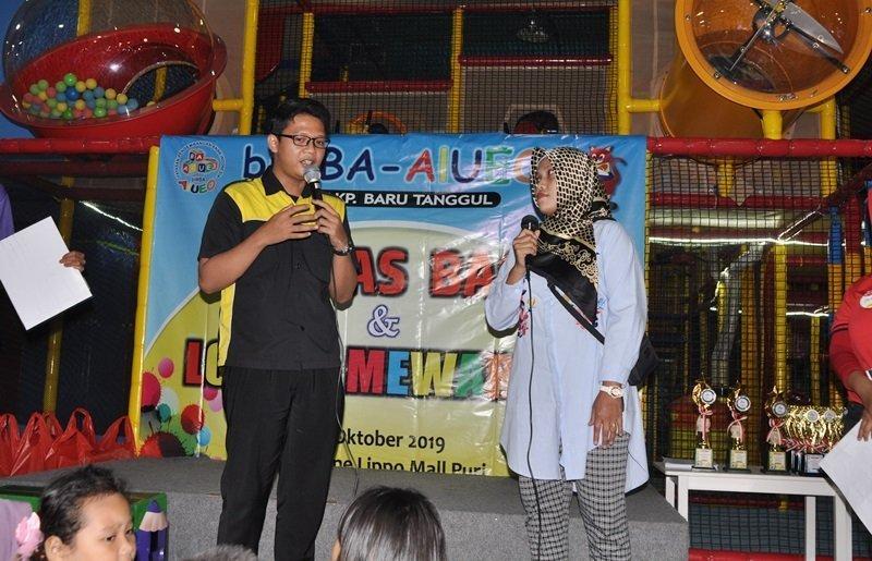 Hilmi Afifi menyosialisasikan manfaat biMBA ke orang tua murid.