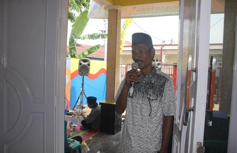Ketua RT, Bapak Mansur memberikan kata sambutan saat peresmian biMBA-AIUEO Anak Nusantara.
