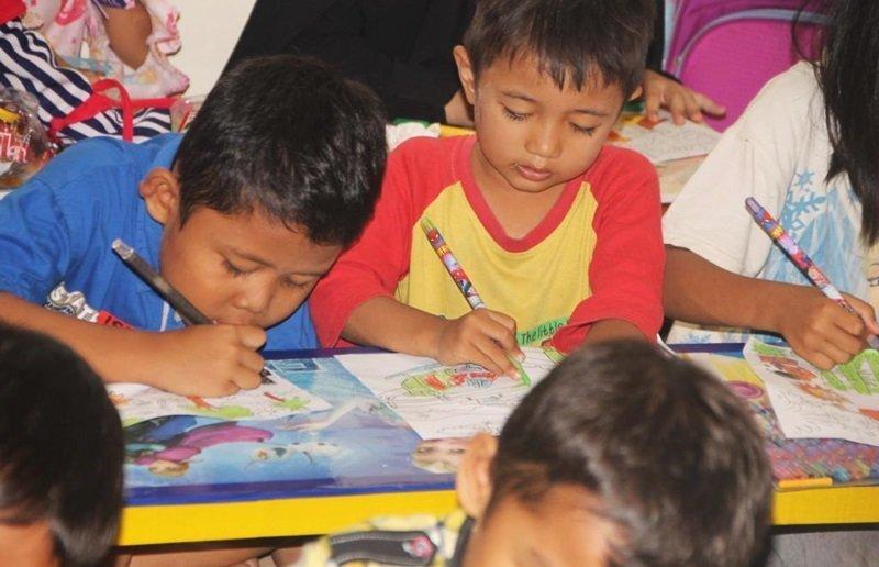 Suasana lomba mewarnai di biMBA Anak Nusantara.