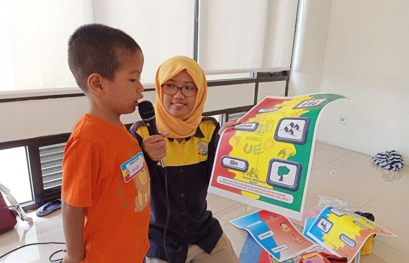 Di perpustakaan, murid biMBA Pandeyan juga melaksanakan pentas baca.