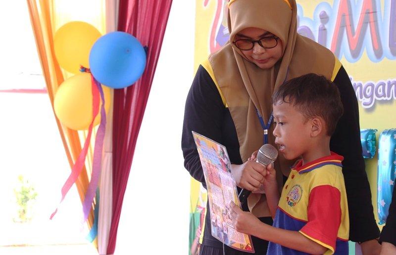Siapa orang tua yang gak bangga jika anak-anaknya memiliki minat belajar dalam dirinya.