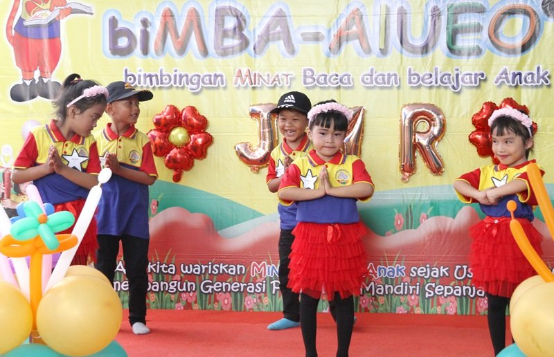 Salah satu penampilan anak biMBA Jati Mulya Regency.