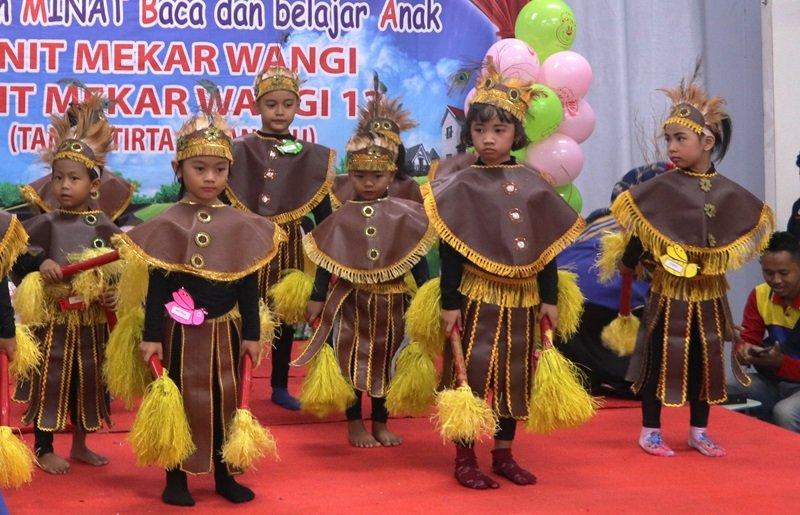 Tarian Papua persembahan dari anak-anak biMBA nih.