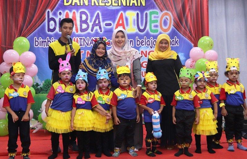 Foto bersama anak-anak hebat yang selalu percaya diri tampil di atas pentas.