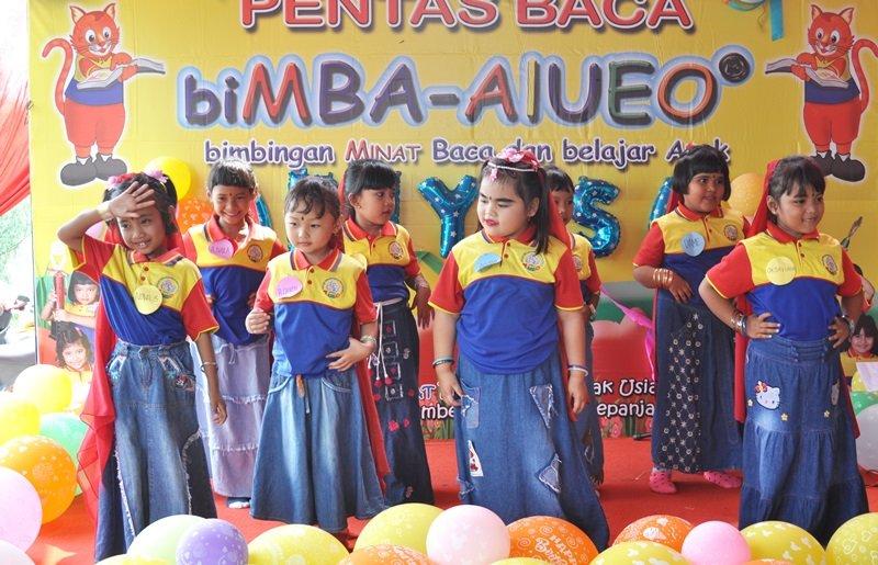 Waahh, Lucu ya anak biMBA percaya diri dan pandai menari.