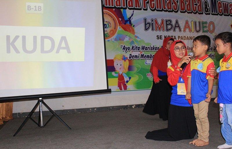 Pentas Baca 9 Unit biMBA di Padang