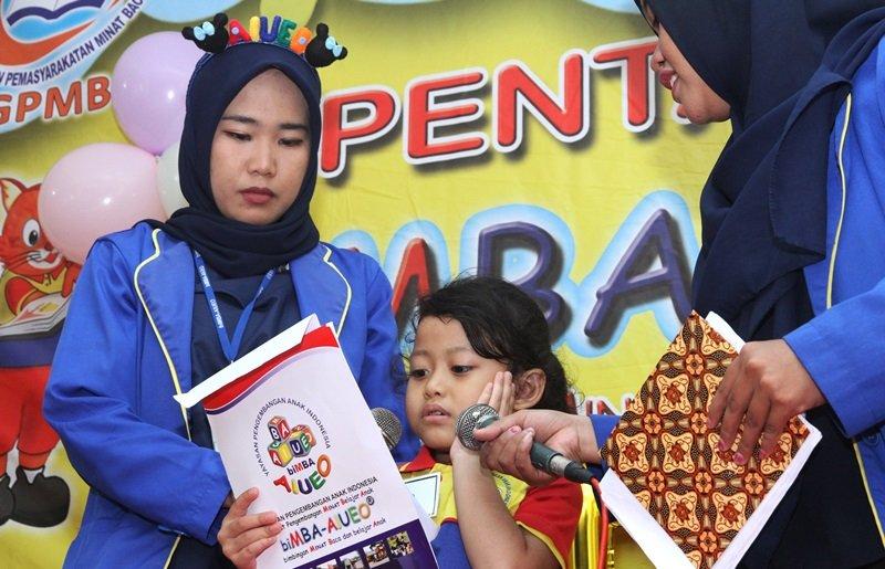 Tumbuhkan Minat Baca dan belajar anak lewat Pentas Baca bersama biMBA-AIUEO.